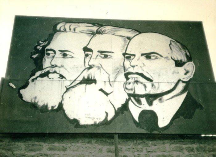 Vroeger hingen de portretten van Marx, Engels en Lenin op het Plein van de Revolutie(Foto Koert Lindijer)