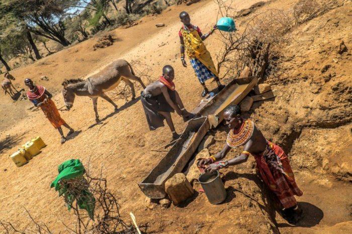 Water valt ver te zoeken in Noord Kenia(foto Wim Brummelman)